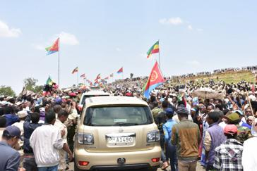 Text Box: Figure 1 Rendezvous between the people of Tigray and Eritrea when the border opened: the unforgettable moment